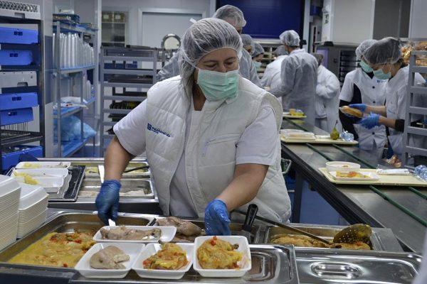 UGT i CCOO denuncien la precarietat dels treballadors de la cuina i les cafeteries
