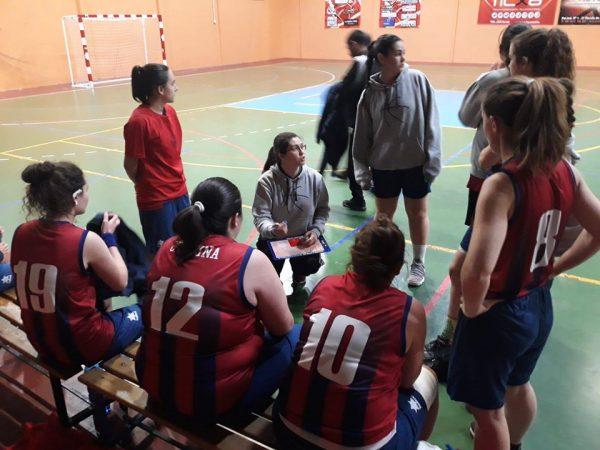 Meli instruint les seues jugadores