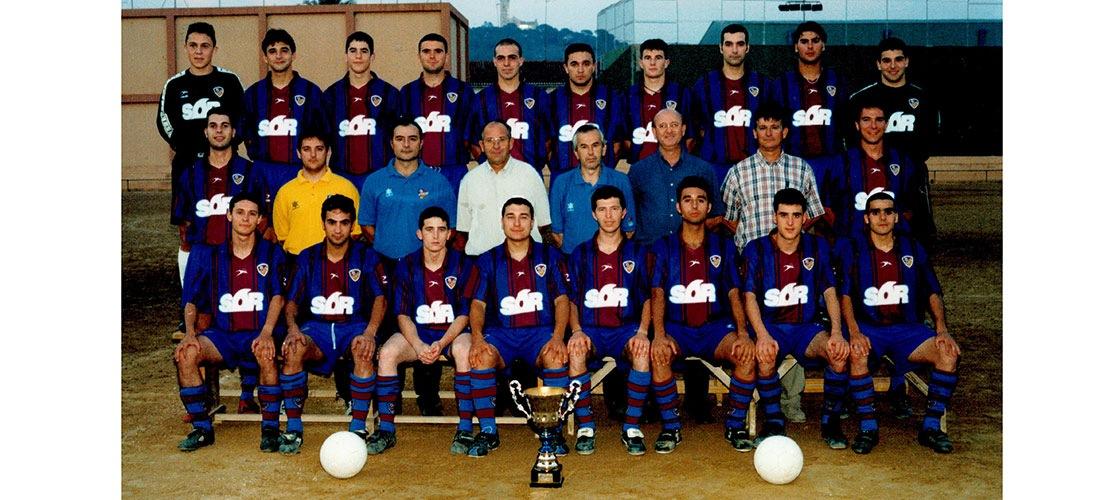 2001 06 Plantilla Alzira B campiona de lliga i ascens a Preferent - Alzira Radio notícies d'Alzira